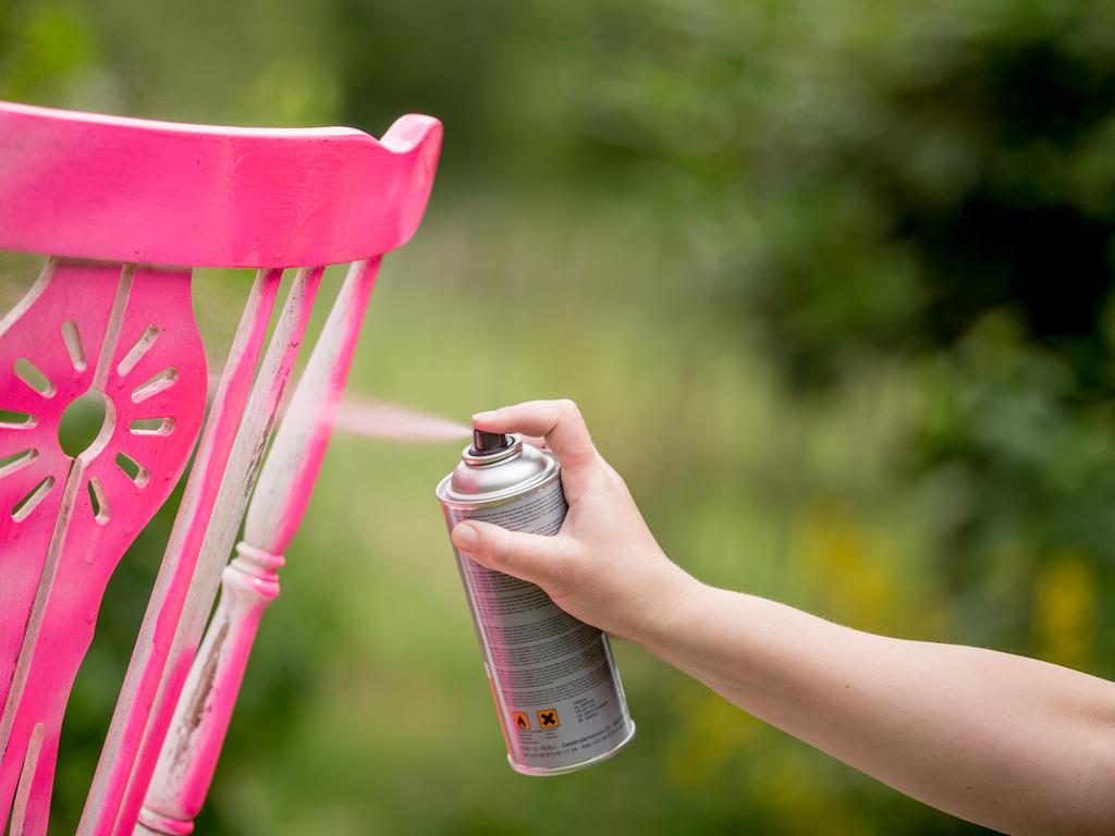 Saiba como usar tinta spray na sua casa