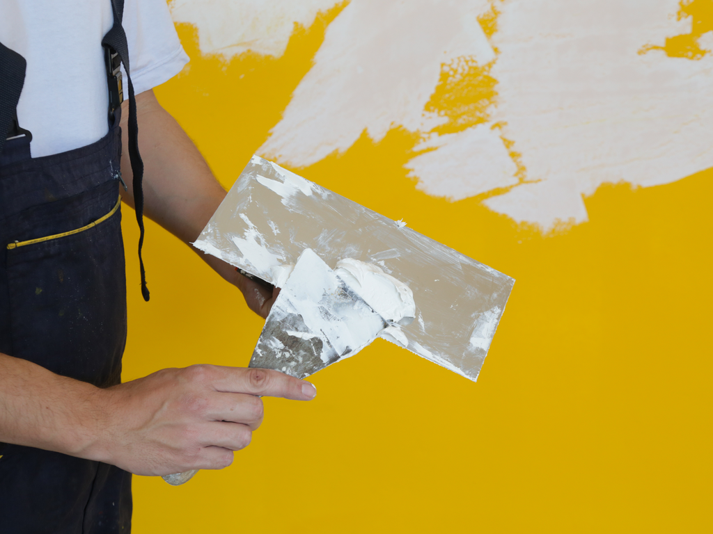 Massa para pintura: usar massa acrílica ou massa corrida?