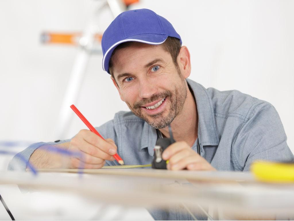 pintor fazendo orçamento de pintura